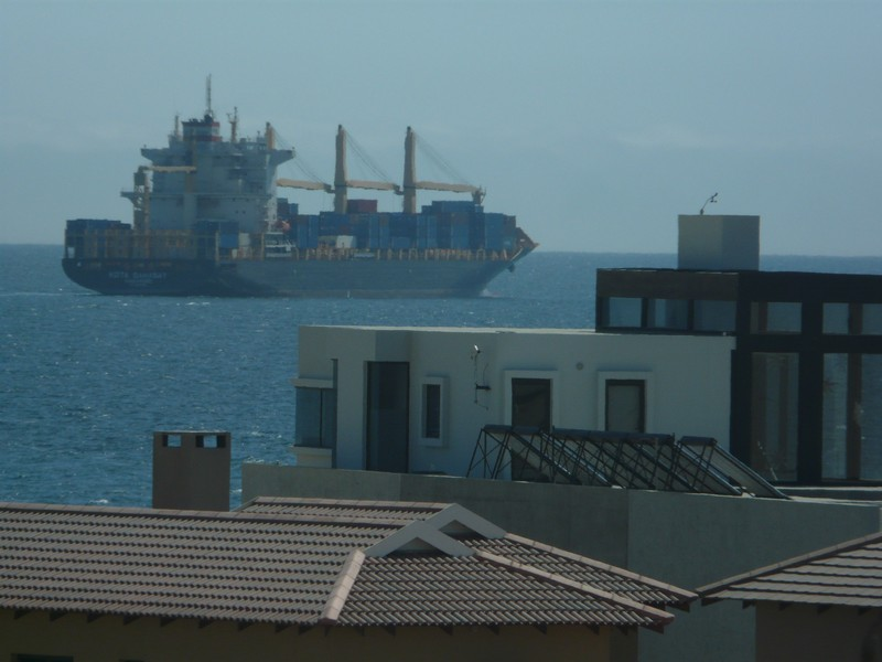 201b P1260800 container ship