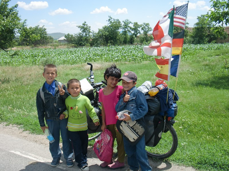 CIMG1099 kids with bike between Harsova and Tulcea